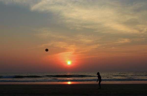 Frisbee & Sun  - My Click My Pick
